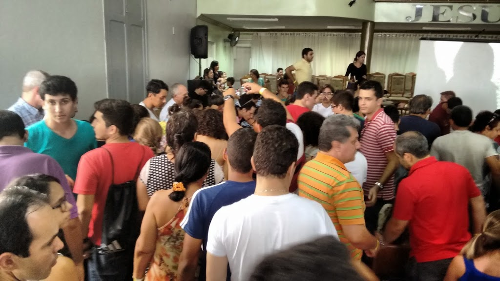 Público reunido na AD em Campina Grande Consciência Cristã 2015